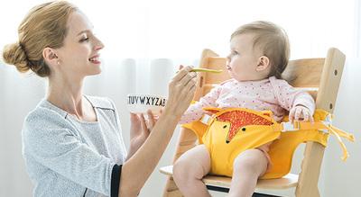 아이를 키우며 느낀 불편함을 아이디어 제품으로 개발한 유니마망의 휴대용 부스터 캥거루 벨트. 유니마망 제공