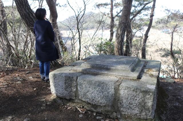 맥호리 난산(알산)의 김인후 통곡단.