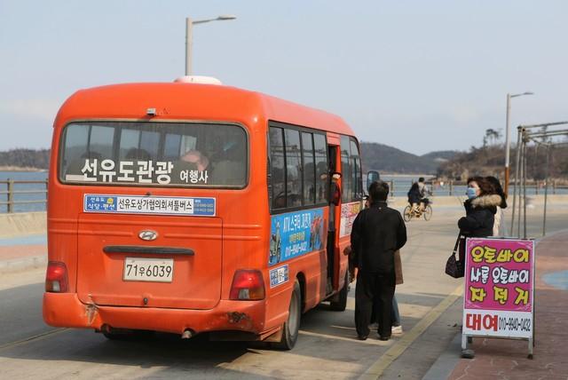 선유도엔 관광안내 버스도 있다.