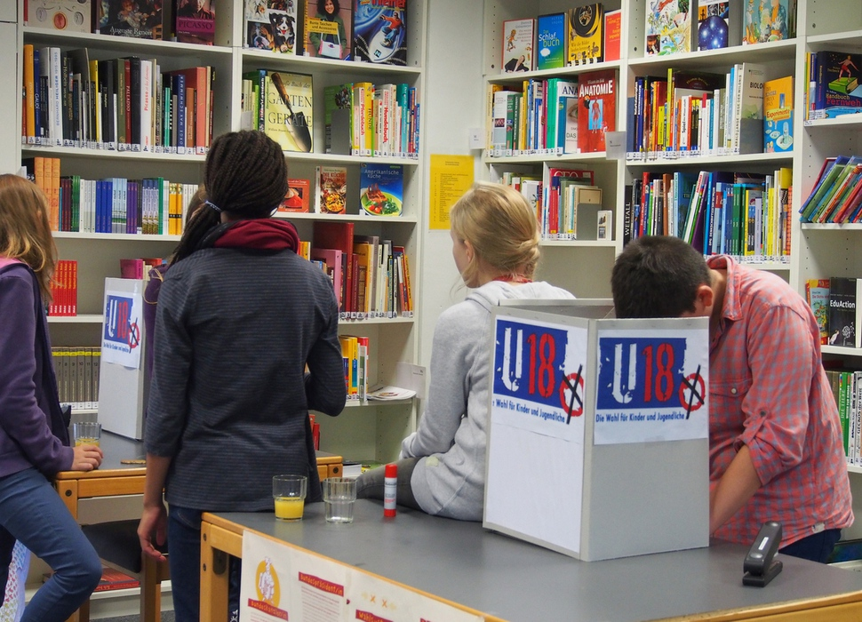독일의 어린 학생들이 U-18 투표함을 직접 마련하며 모의투표를 준비하고 있다. 베를린사회교육연구재단(SPI) 제공