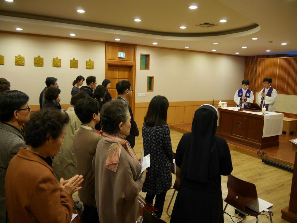 서울 명동 가톨릭회관 소성당에서 봉헌된 '자살한 이들과 유가족·자살 위기자들을 위한 미사'