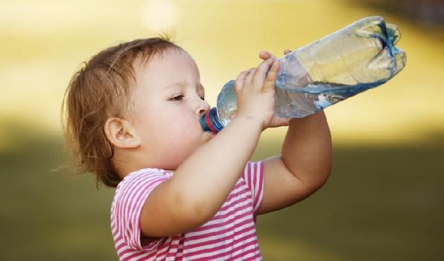 물을 갈증이 생기기 전에 마셔야 하루 2리터를 마실 수 있다.