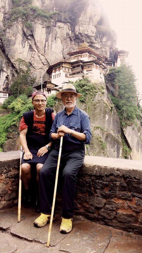 지난해 7월 부탄 트레킹을 하는 문재인 대통령 모습. 윌리엄 리 제공