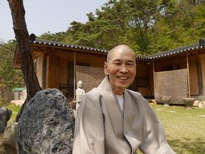 ?불교계를 대표하는 민주화운동 지도자인백양사 방장 지선 스님.