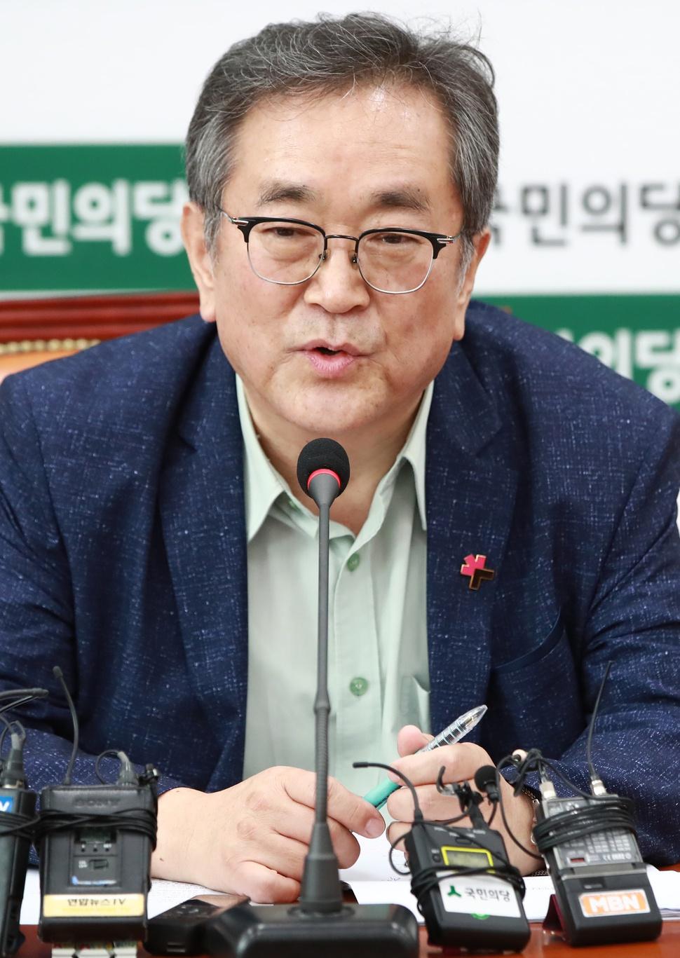 김태일 국민의당 혁신위원장이 4일 오후 국회 당 대표실에서 열린 기자간담회에서 발언하고 있다. 연합뉴스