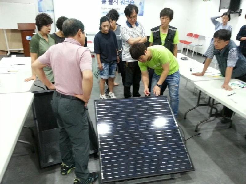 7월 1일 서울 동작구 성대골 에너지 자립마을에서 열린 미니태양광 DIY 시제품 워크숍 모습. 성대골 에너지 자립마을 제공