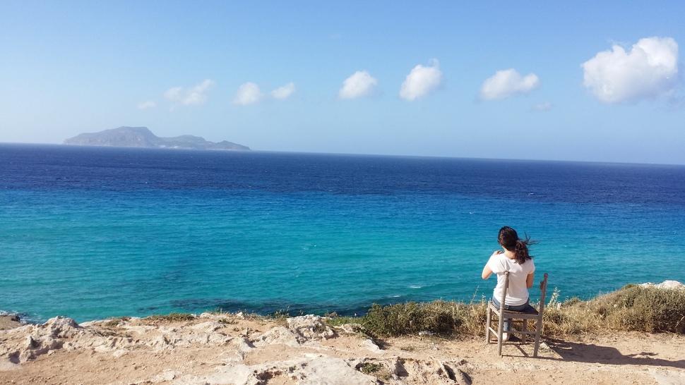 지중해 최대의 섬인 시칠리아에서는 어디를 가나 에메랄드 빛 바다를 만날 수 있다.