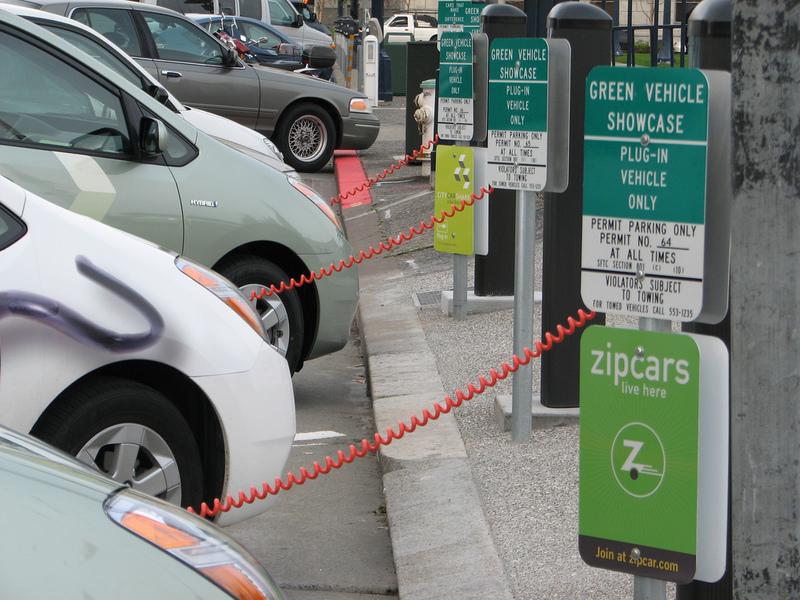 미 샌프란시스코 시청에 있는 전기차 충전소. 위키미디어 코먼스