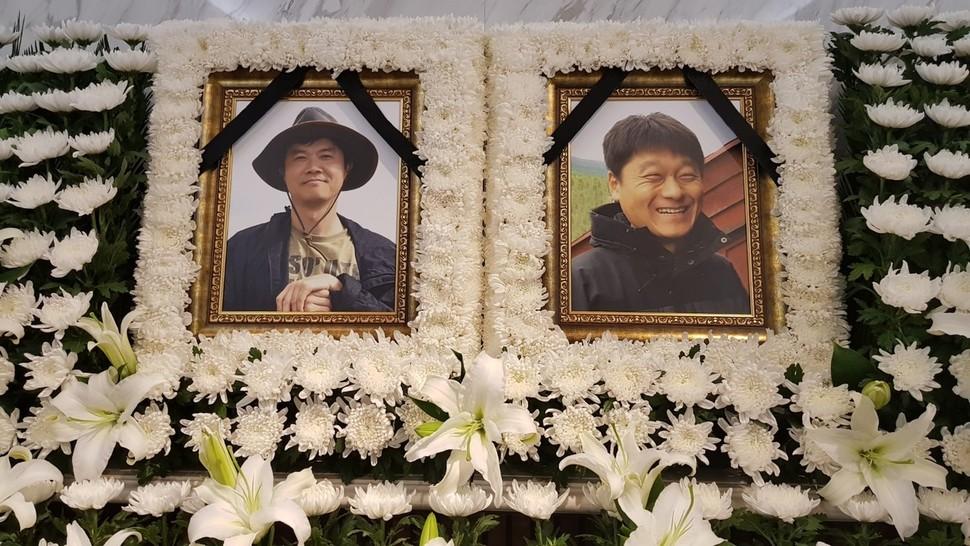 박환성(왼쪽)·김광일 피디의 유해가 27일 연세대학교 신촌세브란스병원 장례식장에 모셔졌다.  한국독립피디협회