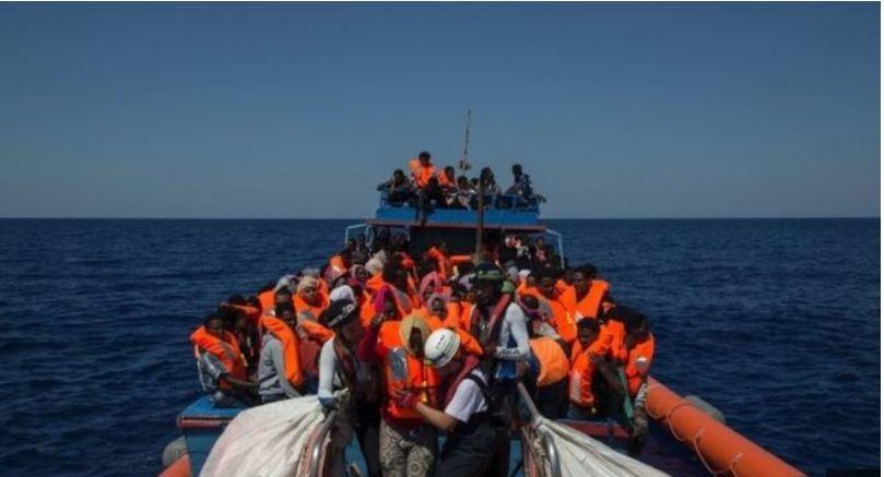 전쟁과 가난을 피해 유럽으로 가려는 아프리카 출신의 난민과 이주민들이 매해 지중해에서 수천명이나 사망하고 있다.