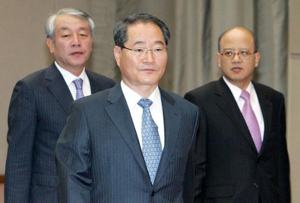 임채진 전 검찰총장(가운데). 박종식 기자 anaki@hani.co.kr