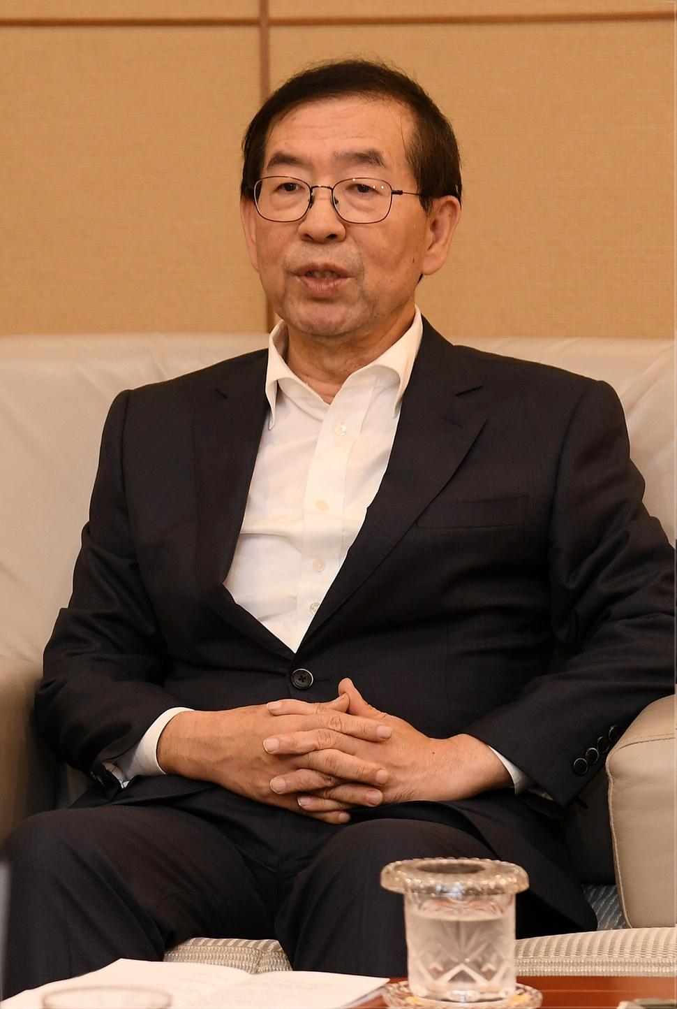 기자들의 질문에 답변하는 박원순 서울시장 서울시 제공