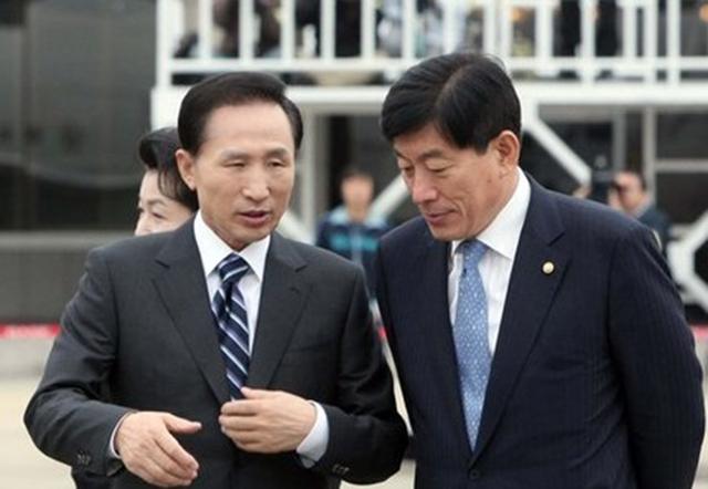 이명박 전 대통령과 원세훈 전 국정원장.