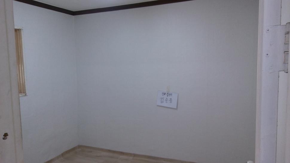 시흥형 집수리 후 방의 모습. 곰팡이를 제거하고 벽지와 장판을 새 것으로 바꿨다.  시흥시 제공