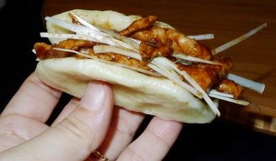 짜장고기(京?肉?)를 넣은 빵(花卷). 박미향 기자