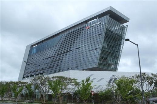울산 혁신도시에 있는 한국동서발전 사옥. 한국동서발전 제공