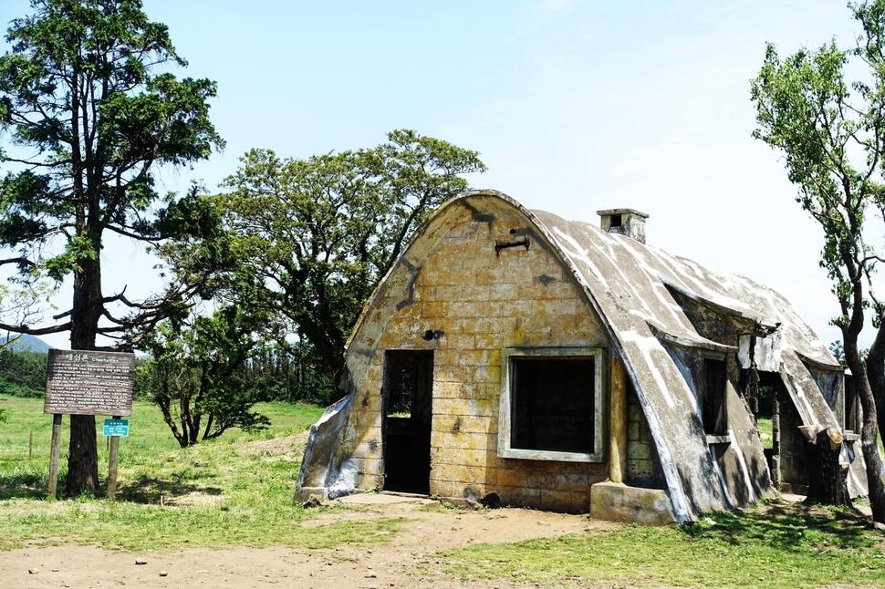 1960년대 초 맥그린치 신부가 목장 숙소용으로 국내 처음으로 이시돌목장에 도입해 건설한 테쉬폰.