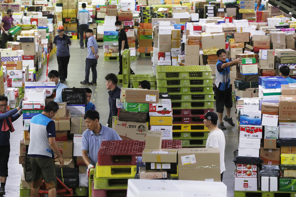 Photo] Chuseok gift packages start to pile up : National