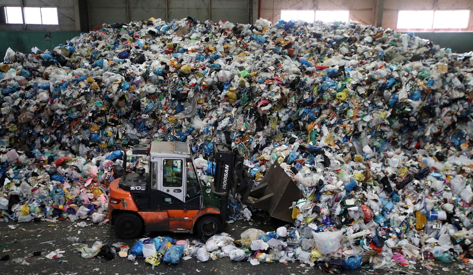 Photo] Mountain of trash forms after long Chuseok holidays