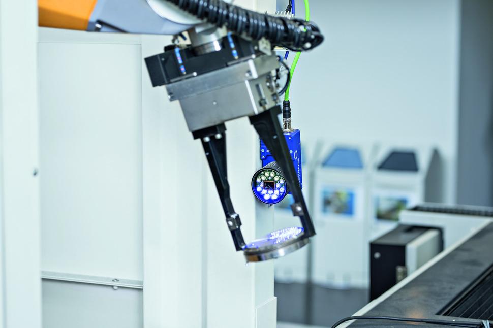 트룸프의 게를링겐 공장에서 제작될 부품의 재료에 주문과 생산 정보를 담은 데이터가 입력되고 있다. 트룸프 제공