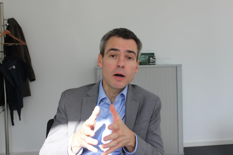 헤닝 반틴 독일 플랫폼 산업 4.0 사무총장이 지난 17일 독일 베를린 사무실에서 <한겨레>와 인터뷰하고 있다