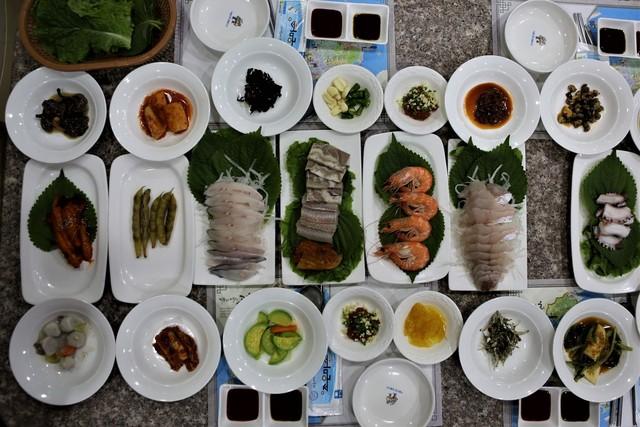 고흥 중앙식당 회정식.