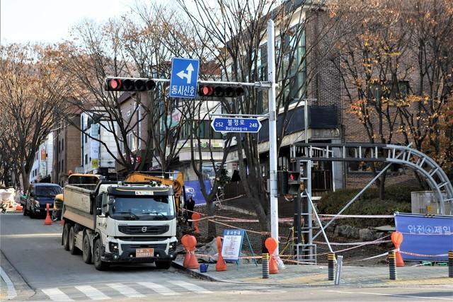 공사가 진행중인 성남시 분당구 수내동 '신해철 거리'.