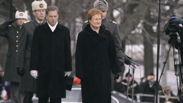 2000년부터 12년을 재직한 타르야 할로넨 전 핀란드 대통령(앞줄 오른쪽) 시절, 핀란드는 국가청렴도, 국가경쟁력, 교육경쟁력 1위 국가로 올라섰다. 핀란드의 '국민엄마'로 불렸던 할로넨 대통령의 2012년 퇴임식 장면. 도서출판 북하우스 제공