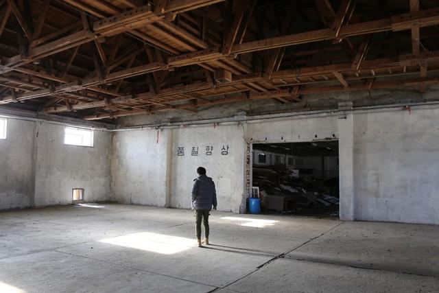담뱃잎 보관창고로 쓰였던 동부창고의 내부.