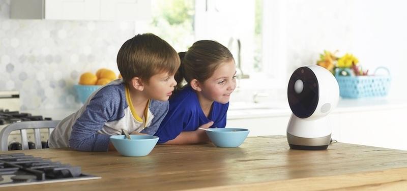 사용자와 감성적 소통을 가능하게 하는 소셜로봇이 인간 감정과 관계에 끼칠 영향에 대한 논의가 활발하다. 사진 지보 제공
