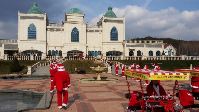 12월23~25일 전북 임실 치즈테마파크에서 산타축제가 열린다. 치즈테마파크 제공