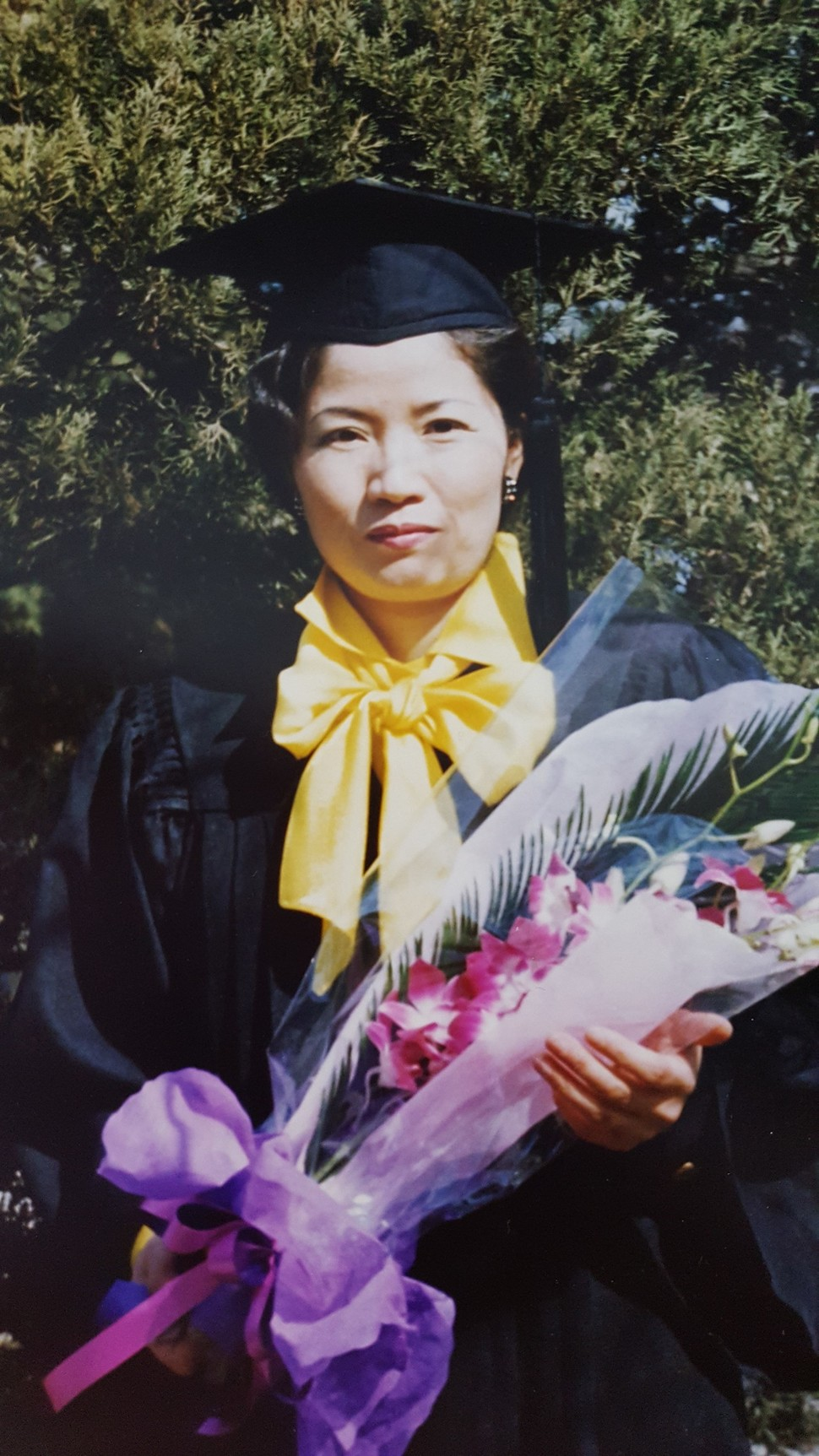 1996년 2월 서울교대 학사학위 받던 날. 1980년 입학 당시 서울교대는 2년제였던지라 졸업 이후 3년간 방학 때마다 계절학기 강의를 수강해 4년제 졸업장을 받았다.