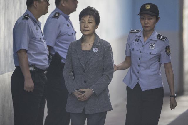박근혜, 40억원 유영하에 맡겨…검찰 '처분금지' 청구