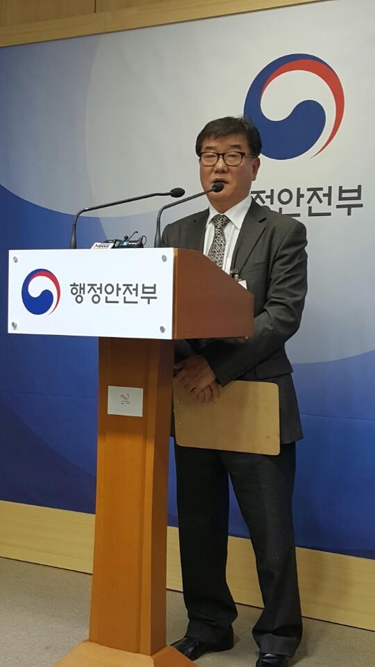 15일 국가기록원 '블랙리스트'로 인한 피해상황을 증언하는 이상민 전 국가기록원 전문위원. 남은주 기자