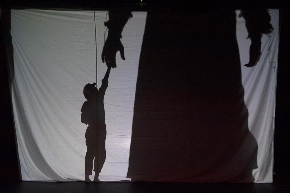 '거인 이야기'의 한 장면. 국제아동청소년연극협회 제공