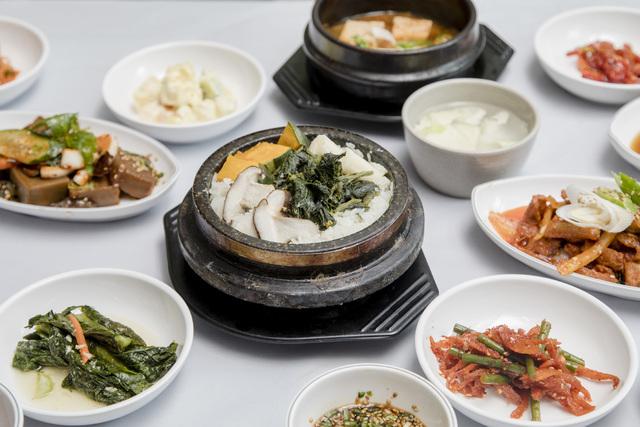산마실의 곤드레영양밥정식. 윤동길(스튜디오 어댑터 실장)
