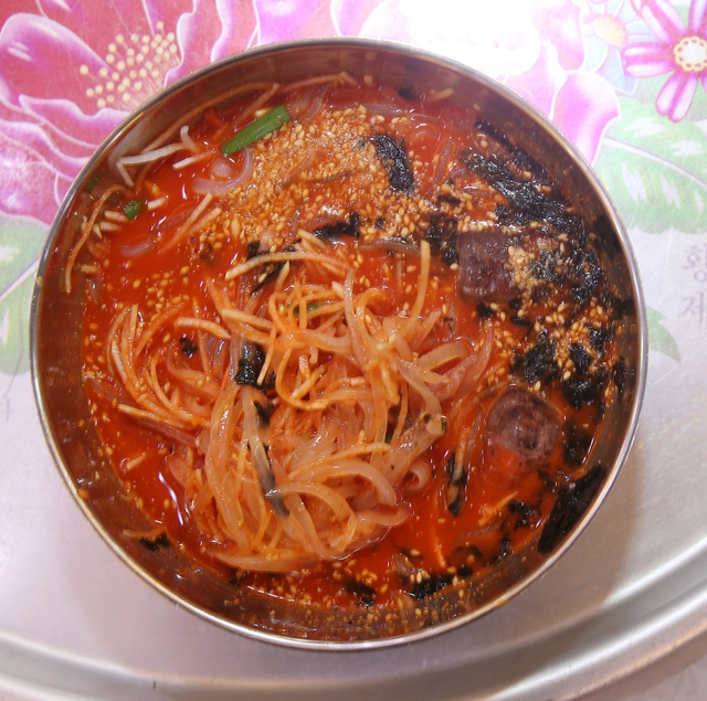 주문진물회의 오징어물회. 박미향 기자