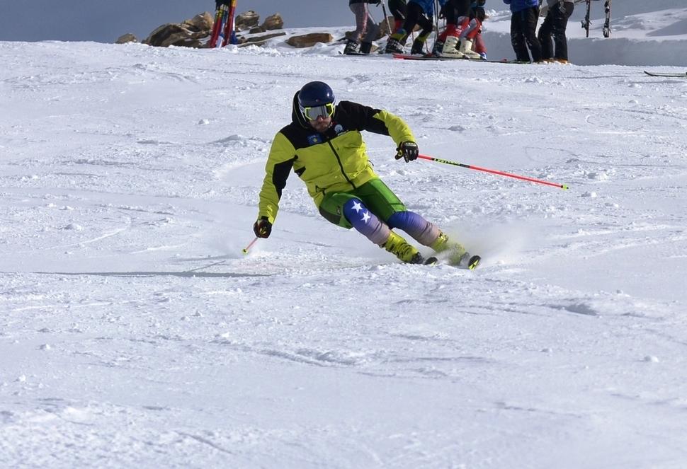 코소보 역사상 처음 겨울올림픽에 출전하는 알파인 스키 대표 알빈 타히리(29)가 연습을 하고 있다. 코소보 올림픽위원회 누리집 갈무리