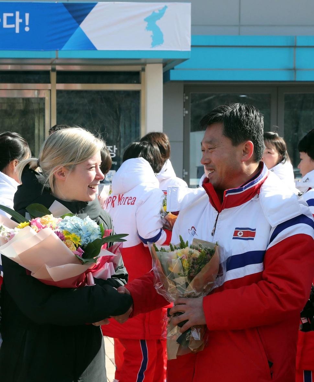 North Korean women's hockey players arrive in South Korea