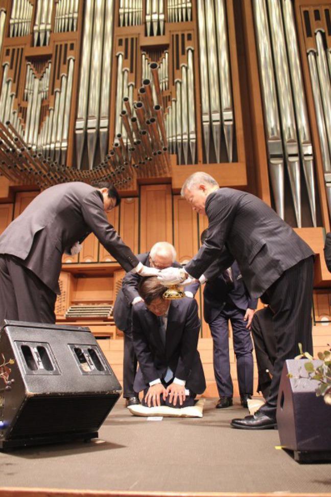 온누리교회에서 세례받은 안태근 전 검사의 모습. 간증 사진과 함께 인터넷 블로그에 올라왔으나, 지금은 게시물이 삭제된 상태다.