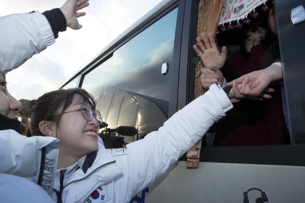 93bac04c7 Unified Korean women's hockey team says a tearful goodbye : North ...
