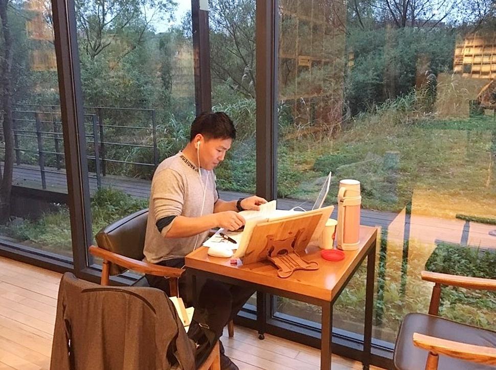 다시 대학원으로. 북한에선 공부를 좋아하지 않았지만 한국에서는 공부를 해야만 했다. 대학원 엠비에이(MBA) 과정에 입학해 경영학 공부를 하고 있다. 남북통일 시 경제 통합이 가장 어려울 것으로 생각됐기 때문이다.