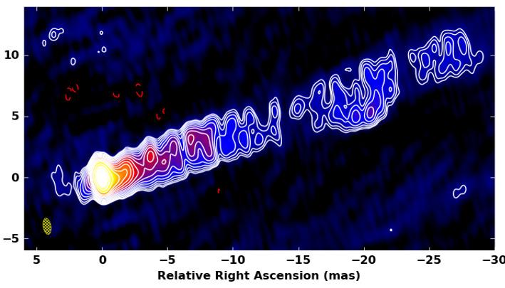 같은 제트를 동아시아 초장기선 전파간섭계 네트워크(EAVN)으로 관측한 영상이다. EAVN 영상이 훨씬 선명하다. 한국천문연구원 제공