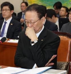 올초 국회 정무위원회에 출석한 최흥식 금융감독원장의 모습. 강창광 기자 chang@hani.co.kr