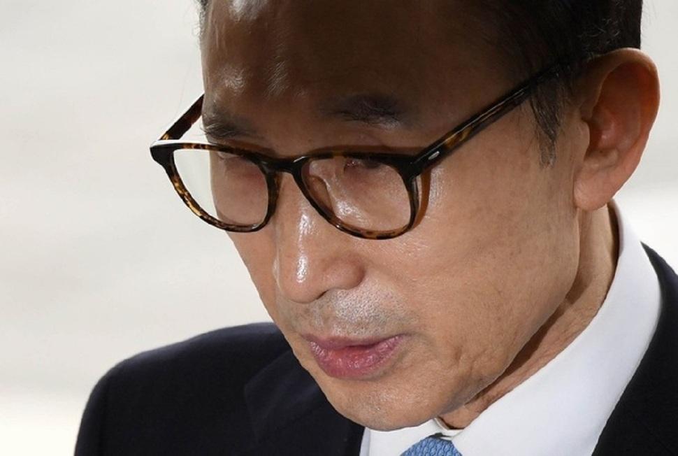 [속보] 검찰, MB 구속영장 집행 위해 논현동 사저로 출발