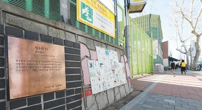 서울의 한 초등학교 정문. 류우종 기자 wjryu@hani.co.kr