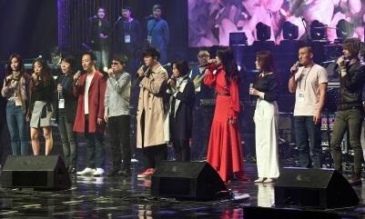 조용필·레드벨벳 무대에 박수 친 김정은…공연 뒤 기념사진도