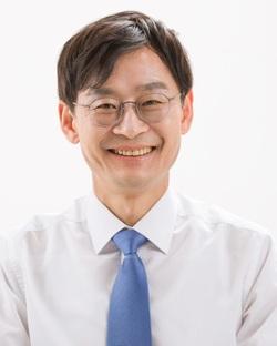 """서울 마포구ì²장 예비후보로 나ì"""" 유창복씨."""