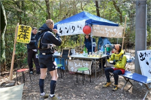 '나다구 마을 마라톤' 산중턱 카페. 우츠미 켄이치 제공