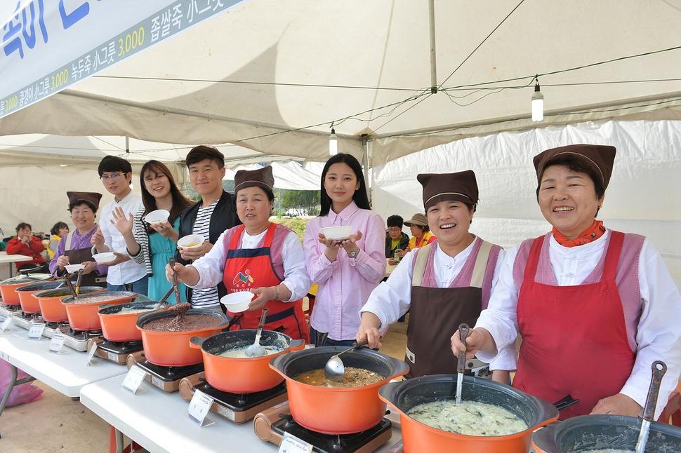 '2018정선 토속음식 축제'가 20일부터 23일까지 강원도 정선군 북평면 나전역 인근에서 열린다. 정선군청 제공